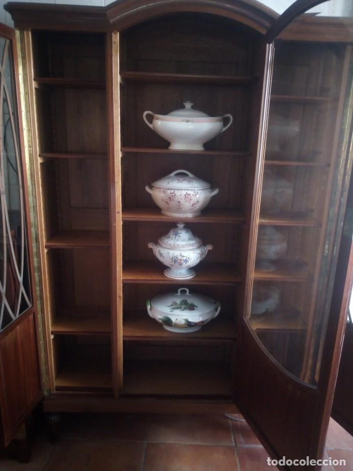 Antigüedades: Preciosa vitrina de madera de de caoba estilo ingles. - Foto 11 - 224937496