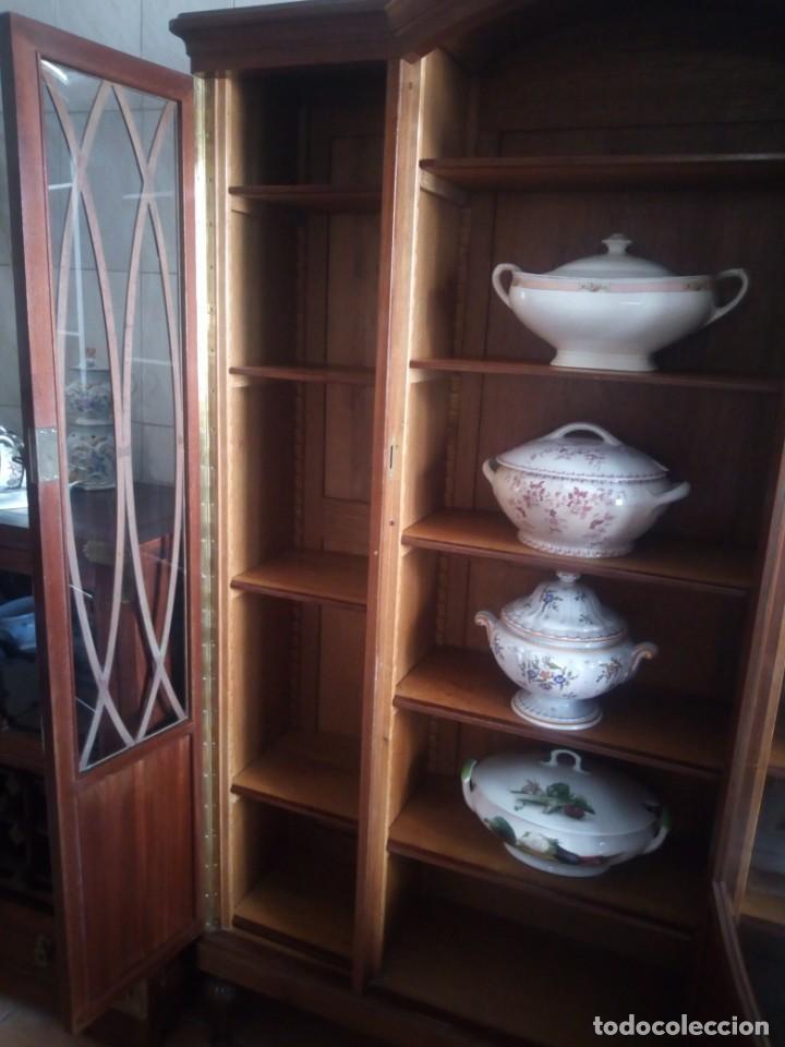 Antigüedades: Preciosa vitrina de madera de de caoba estilo ingles. - Foto 12 - 224937496