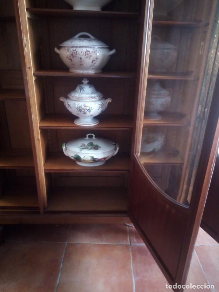 Antigüedades: Preciosa vitrina de madera de de caoba estilo ingles. - Foto 14 - 224937496