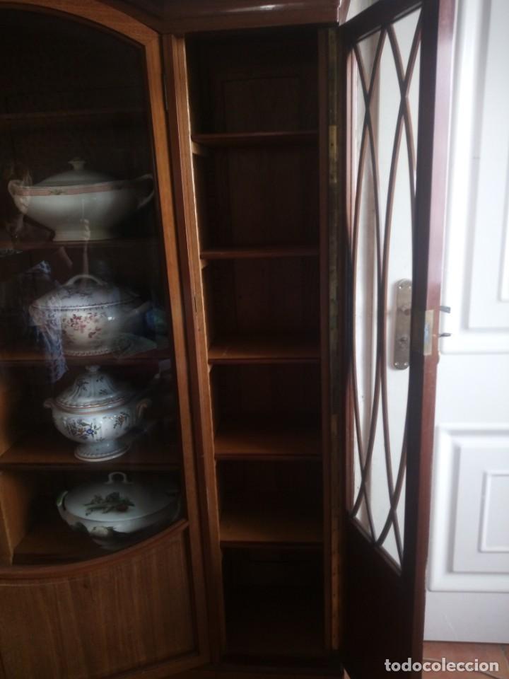 Antigüedades: Preciosa vitrina de madera de de caoba estilo ingles. - Foto 16 - 224937496