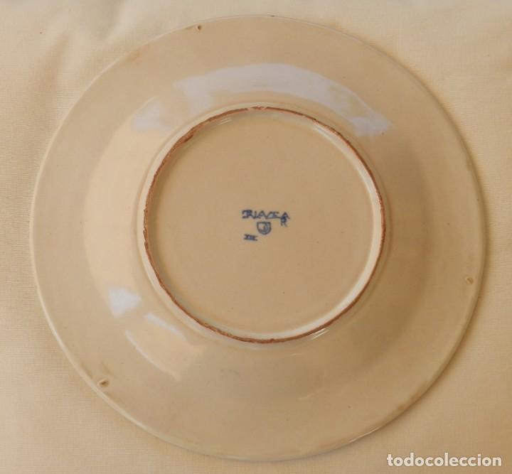 Antigüedades: Plato de cerámica Talavera, Ruiz de Luna con imagen de mujer y puntilla decorativa. muy buen estado. - Foto 6 - 215777652