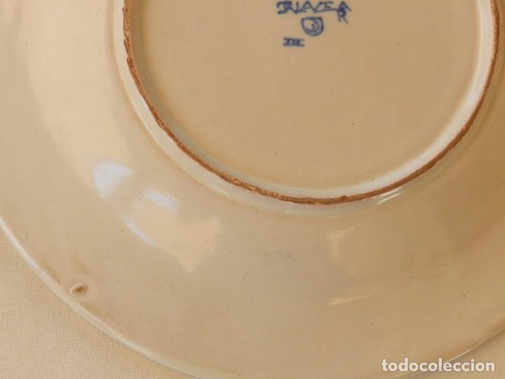 Antigüedades: Plato de cerámica Talavera, Ruiz de Luna con imagen de mujer y puntilla decorativa. muy buen estado. - Foto 9 - 215777652