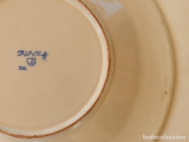 Antigüedades: Plato de cerámica Talavera, Ruiz de Luna con imagen de mujer y puntilla decorativa. muy buen estado. - Foto 10 - 215777652
