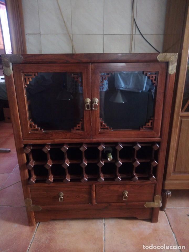 Antigüedades: Precioso mueble bar botellero de madera de caoba macizo estilo hindú.con decoraciones de latón. - Foto 2 - 215777770