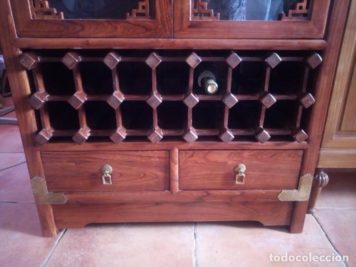 Antigüedades: Precioso mueble bar botellero de madera de caoba macizo estilo hindú.con decoraciones de latón. - Foto 4 - 215777770