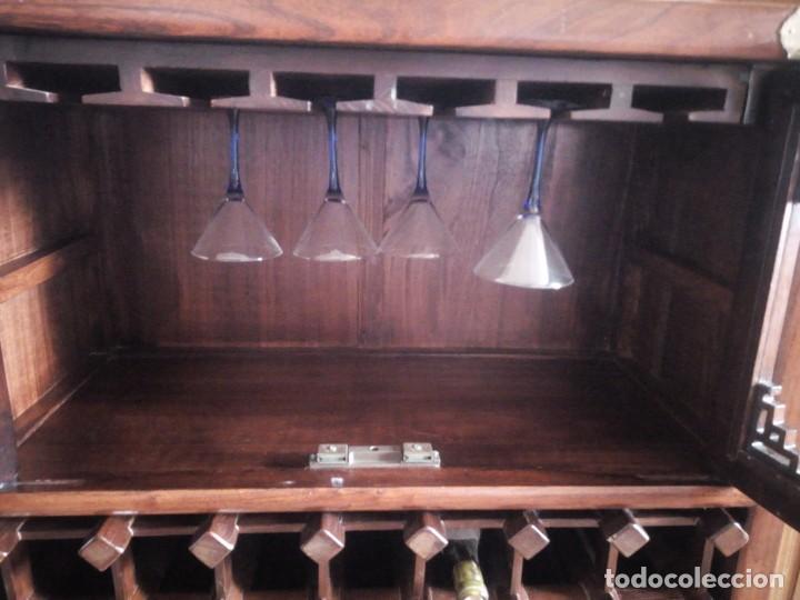 Antigüedades: Precioso mueble bar botellero de madera de caoba macizo estilo hindú.con decoraciones de latón. - Foto 6 - 215777770