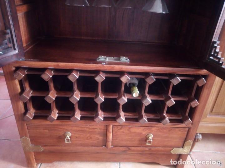 Antigüedades: Precioso mueble bar botellero de madera de caoba macizo estilo hindú.con decoraciones de latón. - Foto 7 - 215777770