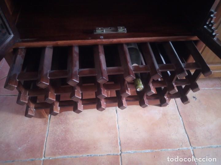Antigüedades: Precioso mueble bar botellero de madera de caoba macizo estilo hindú.con decoraciones de latón. - Foto 8 - 215777770