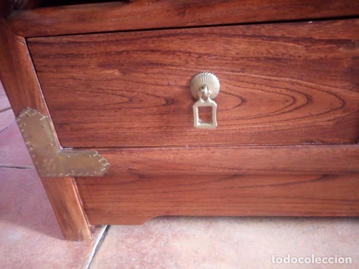 Antigüedades: Precioso mueble bar botellero de madera de caoba macizo estilo hindú.con decoraciones de latón. - Foto 14 - 215777770
