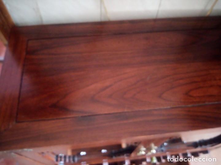 Antigüedades: Precioso mueble bar botellero de madera de caoba macizo estilo hindú.con decoraciones de latón. - Foto 20 - 215777770