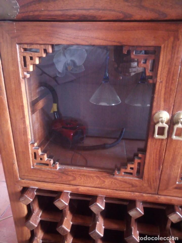 Antigüedades: Precioso mueble bar botellero de madera de caoba macizo estilo hindú.con decoraciones de latón. - Foto 3 - 215777877