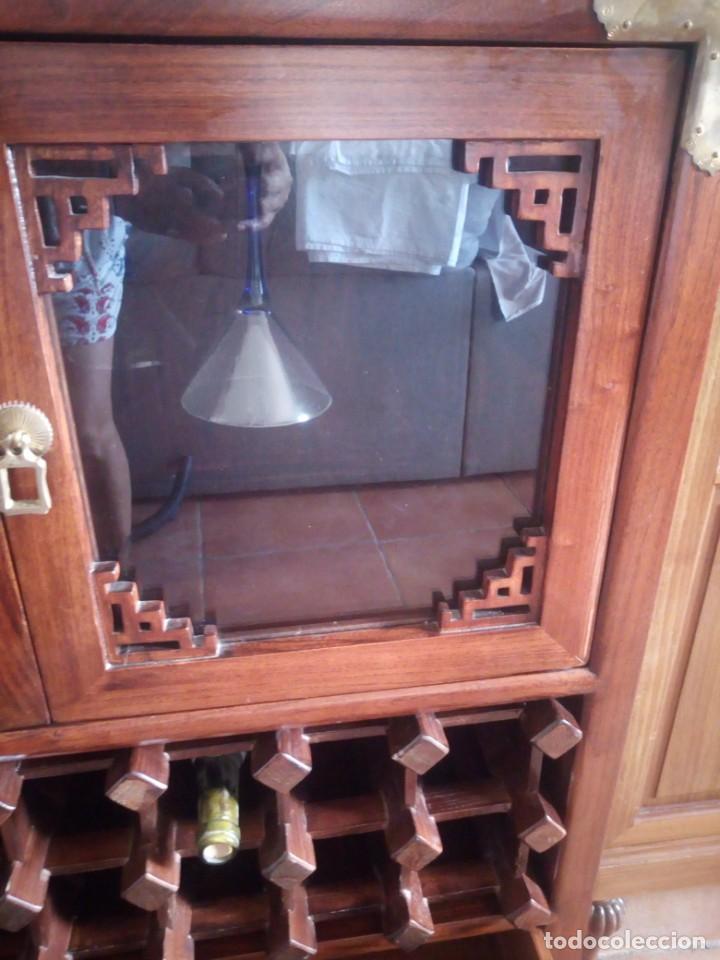 Antigüedades: Precioso mueble bar botellero de madera de caoba macizo estilo hindú.con decoraciones de latón. - Foto 4 - 215777877
