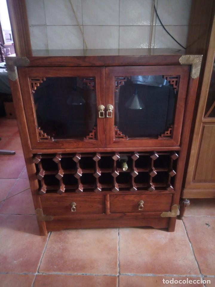 Antigüedades: Precioso mueble bar botellero de madera de caoba macizo estilo hindú.con decoraciones de latón. - Foto 5 - 215777877