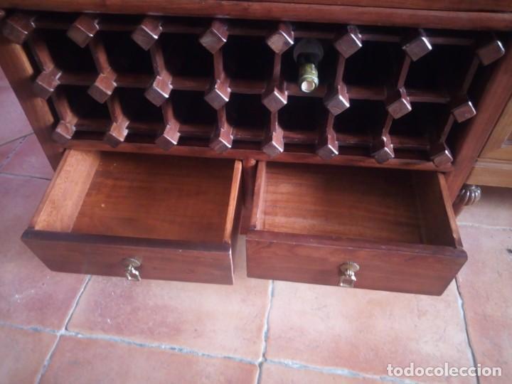 Antigüedades: Precioso mueble bar botellero de madera de caoba macizo estilo hindú.con decoraciones de latón. - Foto 18 - 215777877
