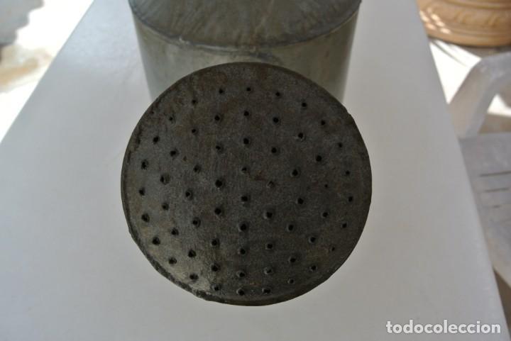 Antigüedades: ANTIGUA REGADERA DE CINC - Foto 2 - 215826913