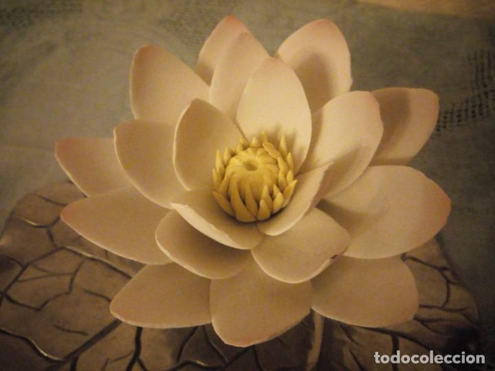 Antigüedades: Preciosa figura de flor de lote de porcelana y hoja de estaño ,exquisita pieza. - Foto 4 - 215836715