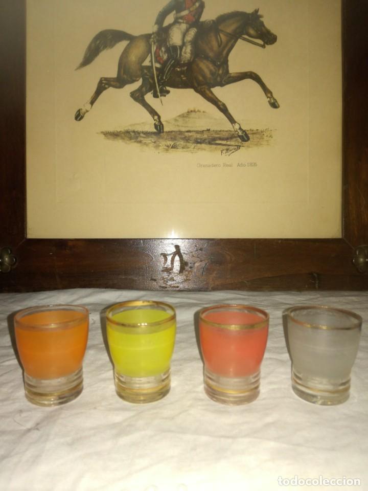 Antigüedades: 4 antiguos pequeños vasos de colores - Foto 2 - 215838217