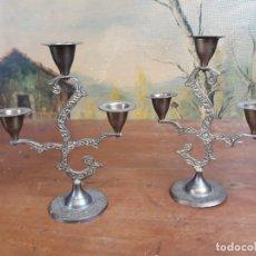Antigüedades: PAREJA DE CANDELABROS DORADOS 18 CM. Lote 215912608