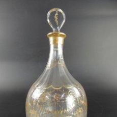 Antiguidades: ANTIGUA BOTELLA DE CRISTAL DE LA GRANJA DECORACIONES EN DORADO MAGNIFICA PIEZA. Lote 215977635