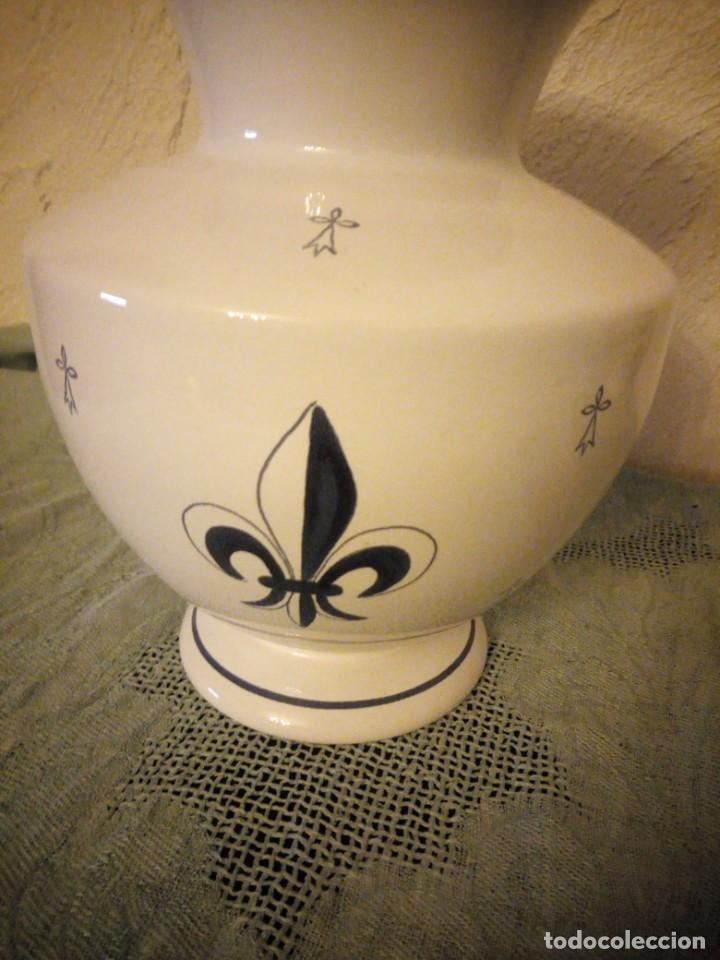 Antigüedades: Bonito jarron de porcelana fait main pornie france fleur de lis faience regionale. - Foto 3 - 215989817