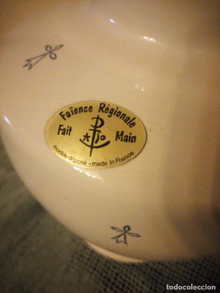 Antigüedades: Bonito jarron de porcelana fait main pornie france fleur de lis faience regionale. - Foto 5 - 215989817