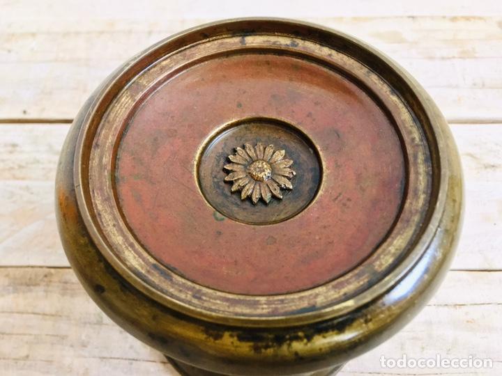 Antigüedades: PEANA DE LATÓN CON PILAR DE PORCELANA REPISA CIRCULAR PARA FIGURA O FANAL SOPORTE DECORATIVO - Foto 3 - 216386771