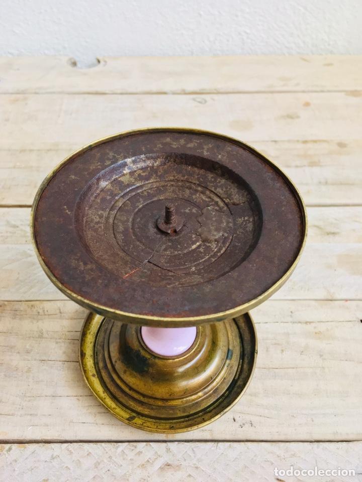 Antigüedades: PEANA DE LATÓN CON PILAR DE PORCELANA REPISA CIRCULAR PARA FIGURA O FANAL SOPORTE DECORATIVO - Foto 6 - 216386771