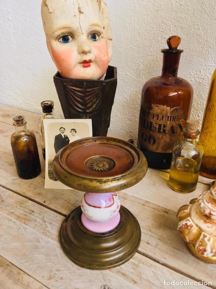 Antigüedades: PEANA DE LATÓN CON PILAR DE PORCELANA REPISA CIRCULAR PARA FIGURA O FANAL SOPORTE DECORATIVO - Foto 10 - 216386771