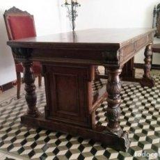 Antiquités: DESPACHO DE MADERA TALLADA Y SILLÓN TIPO TRONO.. Lote 216399580