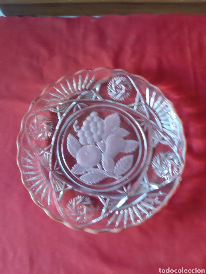 Antigüedades: Antiguo 7 platos.platos de cristal prensado para frutas y dulces de los años 50 - Foto 2 - 216488121