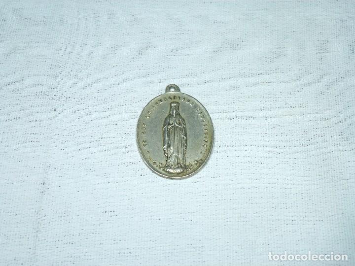 ANTIGUA MEDALLA RELIGIOSA DE LA INMACULADA CONCEPCION. 1884. P. NAVARRO.4 X 3 CM. (Antigüedades - Religiosas - Medallas Antiguas)