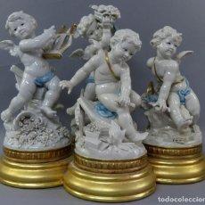 Antigüedades: ÁNGELES EN PORCELANA BLANCA ESMALTADA LAS CUATRO ESTACIONES BASE CONJUNTA EN MADERA DORADA SIGLO XX. Lote 216542391