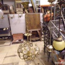 Antigüedades: BONITA LAMPARA DE BRONCE CON LAGRIMAS CRISTAL FUNCIONANDO. Lote 216561832