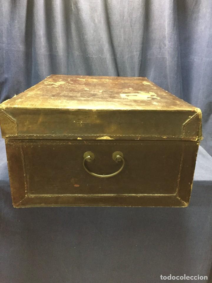 Antigüedades: BAÚL CHINO EXPORTACION EUROPA GOFRADO CUERO PIEL AVES ENTRE CEREZOS EN FLOR 4800GRS 26X67X45CMS - Foto 18 - 216601566