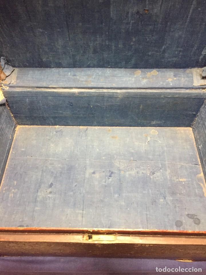 Antigüedades: BAÚL CHINO EXPORTACION EUROPA GOFRADO CUERO PIEL AVES ENTRE CEREZOS EN FLOR 4800GRS 26X67X45CMS - Foto 26 - 216601566
