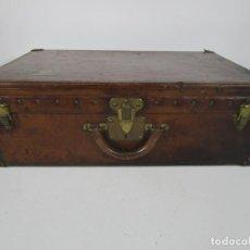 Antigüedades: MALETA - LOUIS VUITTON - MADERA Y CUERO - AÑO 1890-1919. Lote 216637271