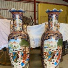 Antigüedades: ESPECTACULAR GRAN PAREJA DE JARRONES CHINOS DE PORCELANA. MEDIDAS: ALTO 1,95CMX55CM. Lote 216661498