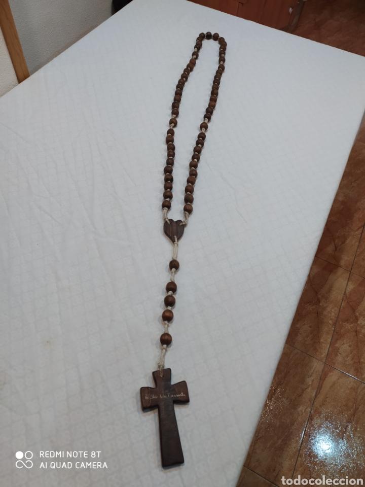ANTIGUO ROSARIO DE MADERA DE LA VIRGEN DE LA FUENSANTA DE 1975 (Antigüedades - Religiosas - Rosarios Antiguos)