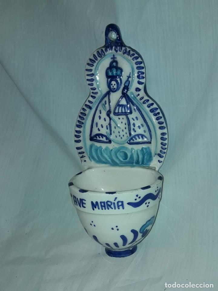 Antigüedades: Preciosa benditera Cerámica Virgen con el Niño grabado Ave María - Foto 2 - 216707261