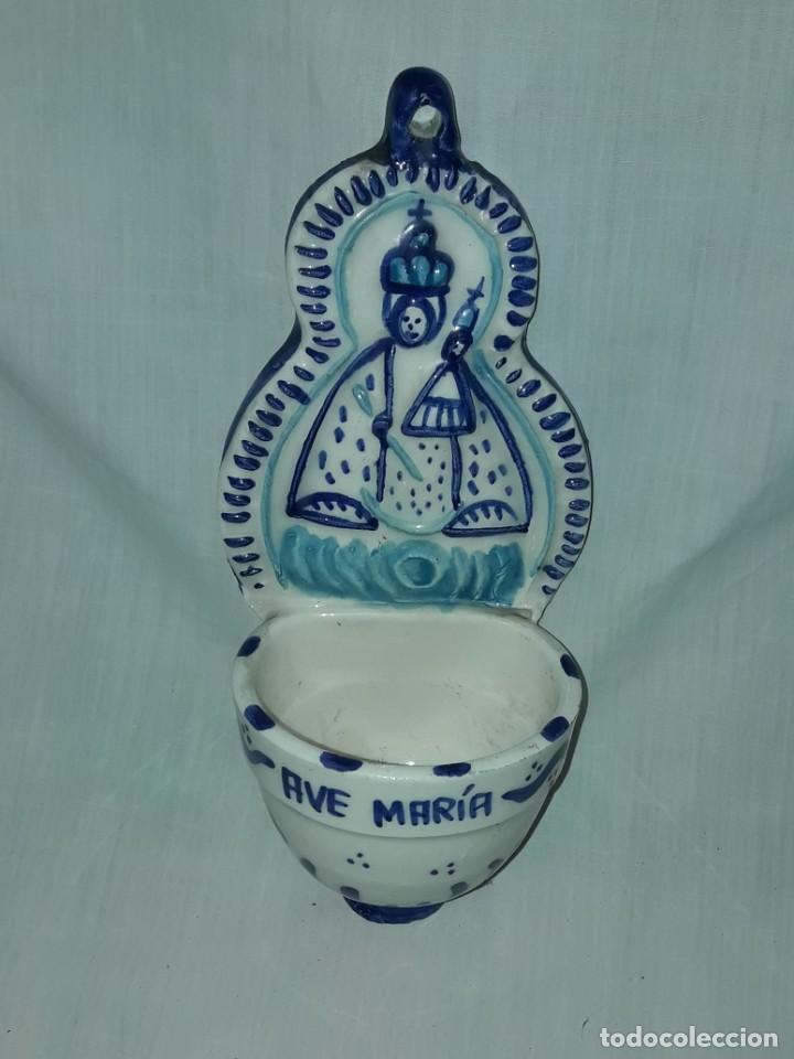 Antigüedades: Preciosa benditera Cerámica Virgen con el Niño grabado Ave María - Foto 4 - 216707261
