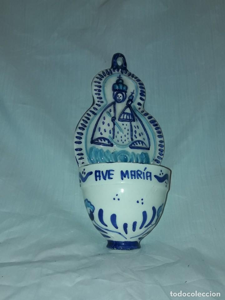 Antigüedades: Preciosa benditera Cerámica Virgen con el Niño grabado Ave María - Foto 5 - 216707261