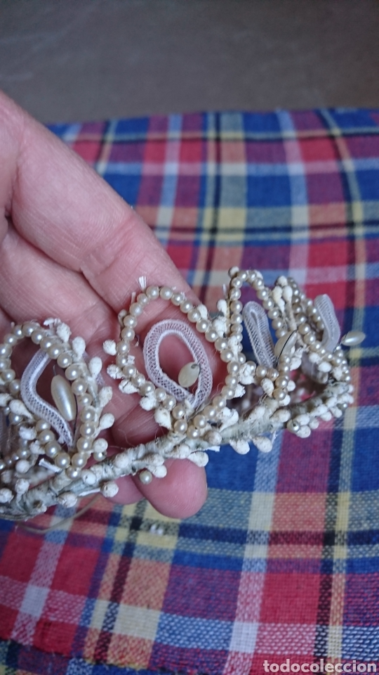 Antigüedades: Vieja corona de perlas, boda, comunión, años 60-70 - Foto 2 - 216761051
