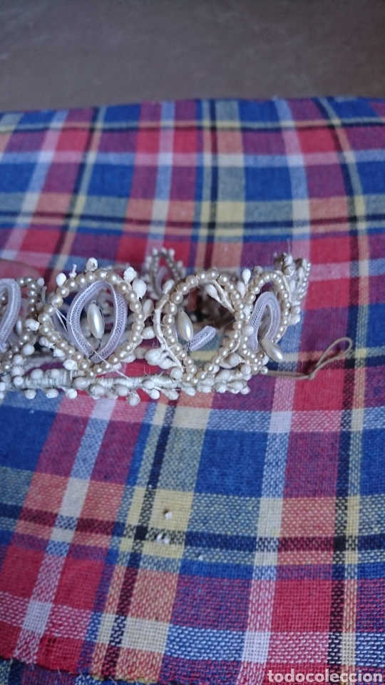 Antigüedades: Vieja corona de perlas, boda, comunión, años 60-70 - Foto 3 - 216761051