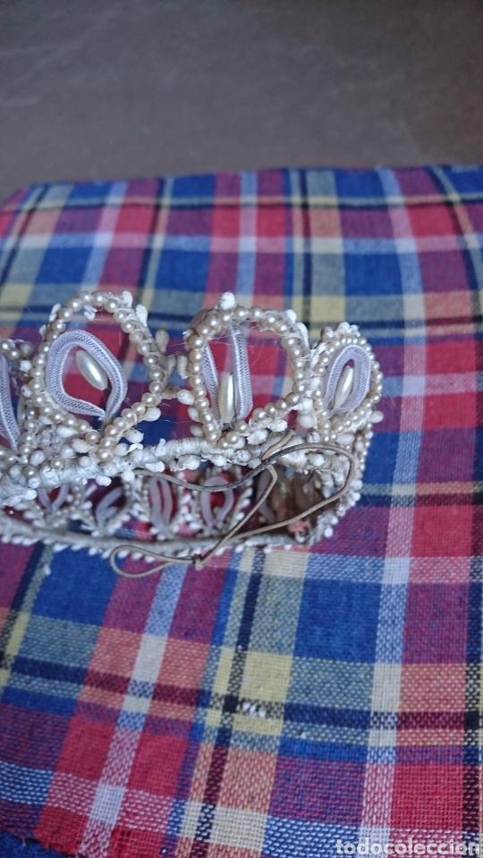 Antigüedades: Vieja corona de perlas, boda, comunión, años 60-70 - Foto 4 - 216761051