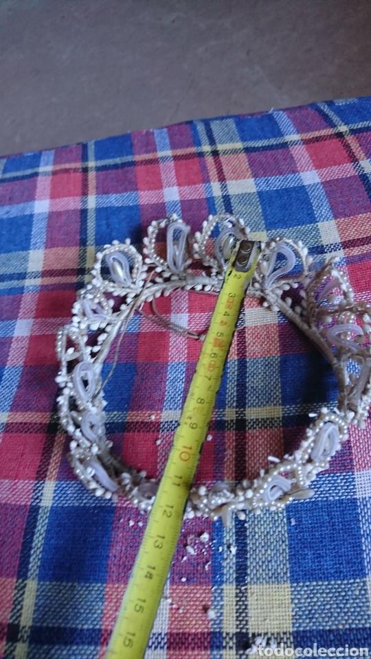 Antigüedades: Vieja corona de perlas, boda, comunión, años 60-70 - Foto 6 - 216761051