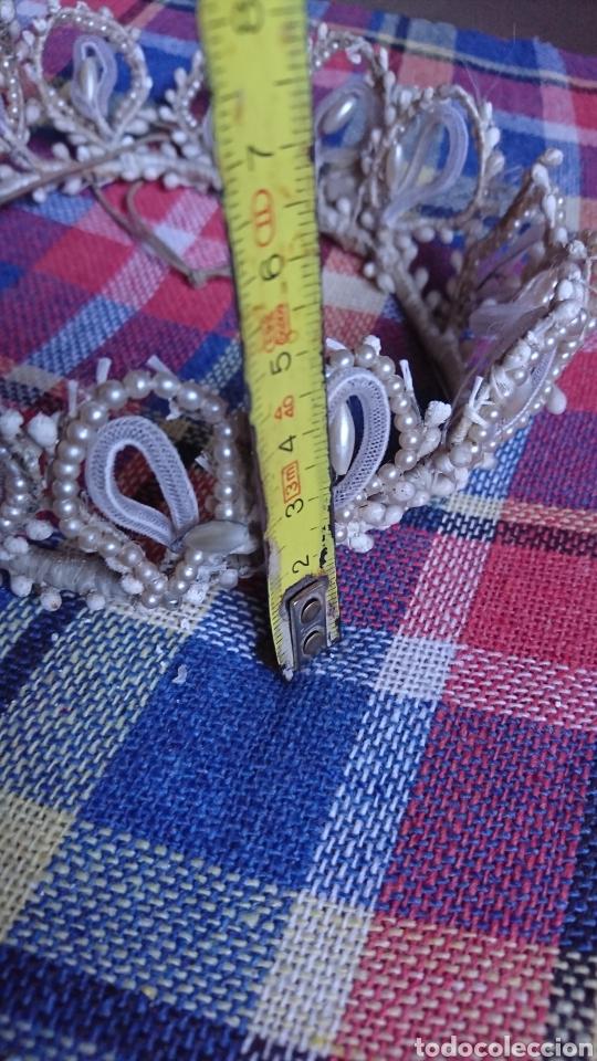 Antigüedades: Vieja corona de perlas, boda, comunión, años 60-70 - Foto 7 - 216761051