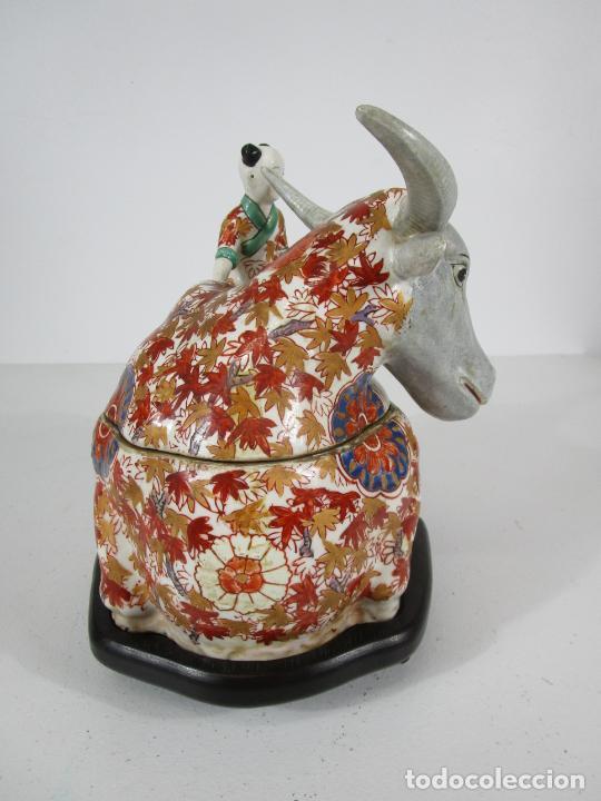 Antigüedades: Espectacular Sopera Imari, Japón - Época Meiji - Loza Policromada -Sello en la Base -Peana en Madera - Foto 3 - 216767866
