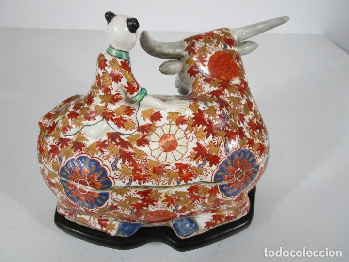 Antigüedades: Espectacular Sopera Imari, Japón - Época Meiji - Loza Policromada -Sello en la Base -Peana en Madera - Foto 8 - 216767866