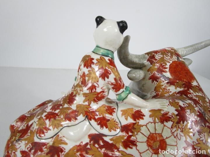 Antigüedades: Espectacular Sopera Imari, Japón - Época Meiji - Loza Policromada -Sello en la Base -Peana en Madera - Foto 11 - 216767866