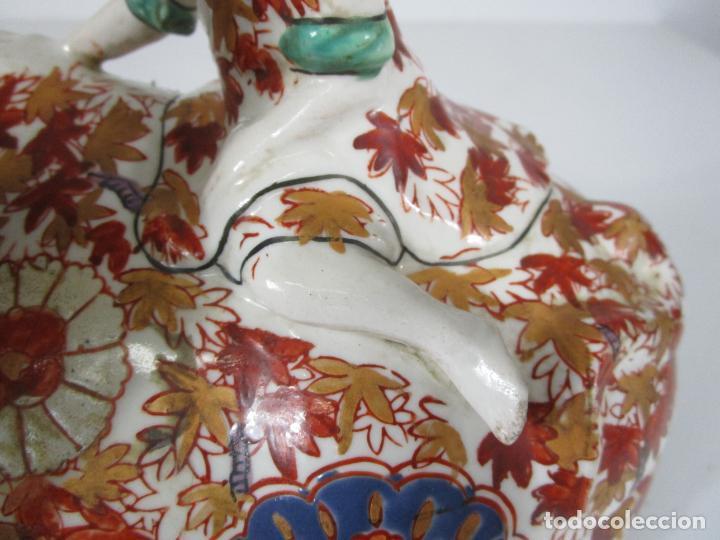 Antigüedades: Espectacular Sopera Imari, Japón - Época Meiji - Loza Policromada -Sello en la Base -Peana en Madera - Foto 16 - 216767866